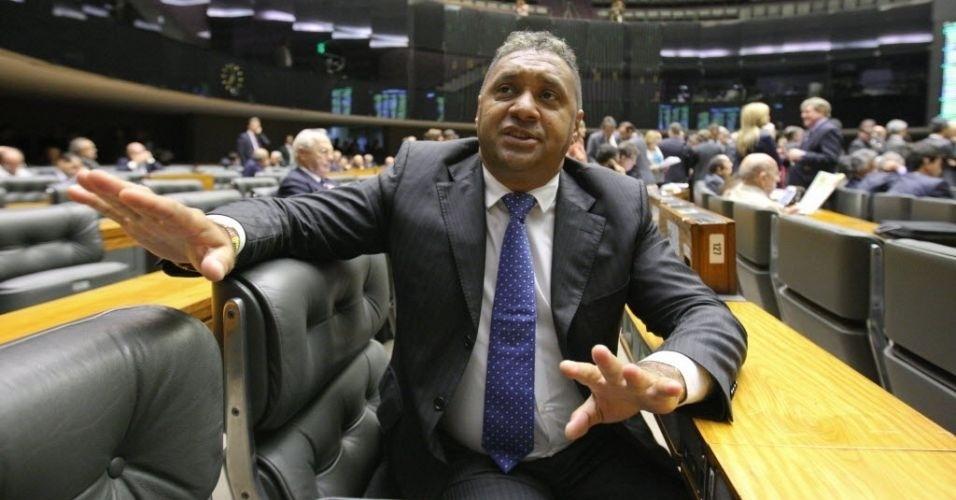 28.fev.2012 - Deputado federal Tiririca, do PR, fala sobre a possibilidade de ser candidato a prefeito de São Paulo. Tiririca disse que a ideia surgiu de seus eleitores