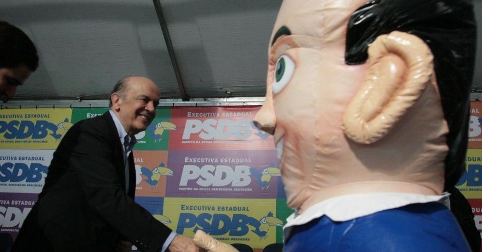 5.mar.2012 - Jose Serra, pré-candidato às eleições municipais de São Paulo pelo PSDB, recebeu no diretório municipal do partido apoio de 11 deputados federais da bancada do partido nesta segunda-feira (5)