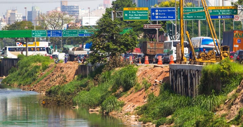 Obras na av. do Estado, na região de Utinga, em Santo André (SP)