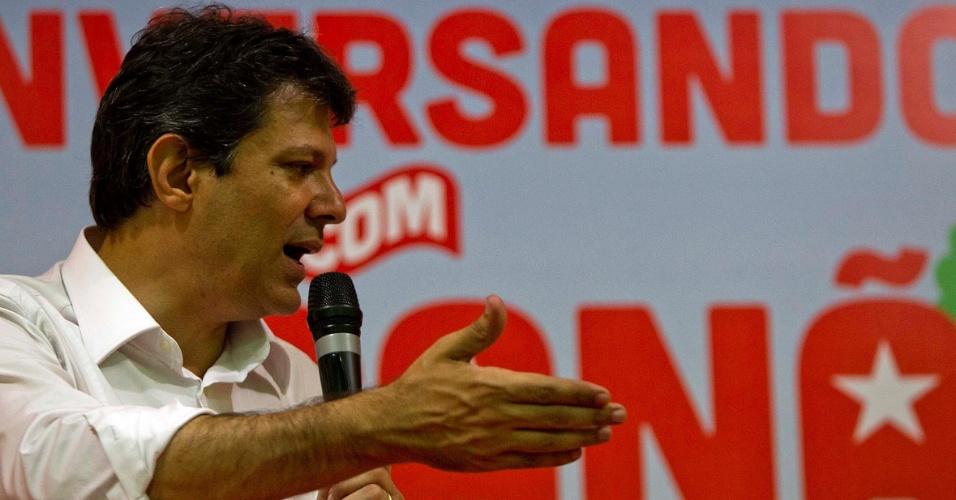 Após visitar bairros da zona norte de São Paulo, o pré-candidato à prefeitura de São Paulo Fernando Haddad  participou de plenária na sede da sociedade Amigos de Vila Sabrina, na capital paulista