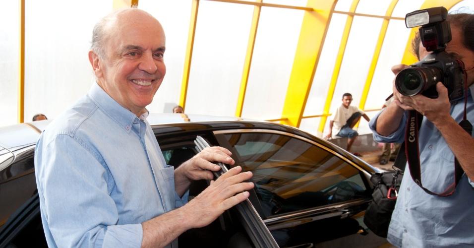 """20.mar.2012 - José Serra afirmou em entrevista à """"Rádio Capital"""" que não assinou um compromisso em cartório que garantia sua permanência no cargo de prefeito, em 2004. """"Assinei um papelzinho"""", disse"""