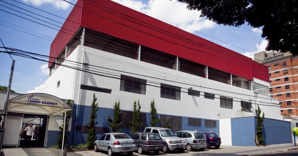 Os tucanos escolhem seu candidato à Prefeitura de São Paulo em supermercado, estacionamento e escola de inglês. A escola Saint-Exupéry, no Morumbi (zona oeste), é local de votação do governador Geraldo Alckmin