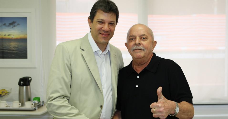 O pré-candidato do PT à Prefeitura de São Paulo, Fernando Haddad, visitou nesta sexta-feira (23) o ex-presidente Luiz Inácio Lula da Silva no Hospital Sírio-Libanês, em São Paulo. Lula realizou mais uma sessão de fonoaudiologia