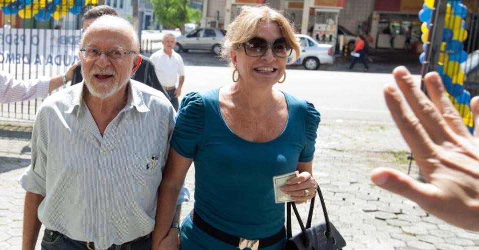 Acompanhado da mulher, o ex-governador de São Paulo Alberto Goldman votou na sede do PSDB, no bairro Santa Cecilia, nas prévias do partido à Prefeitura de São Paulo, na tarde deste domingo (25)