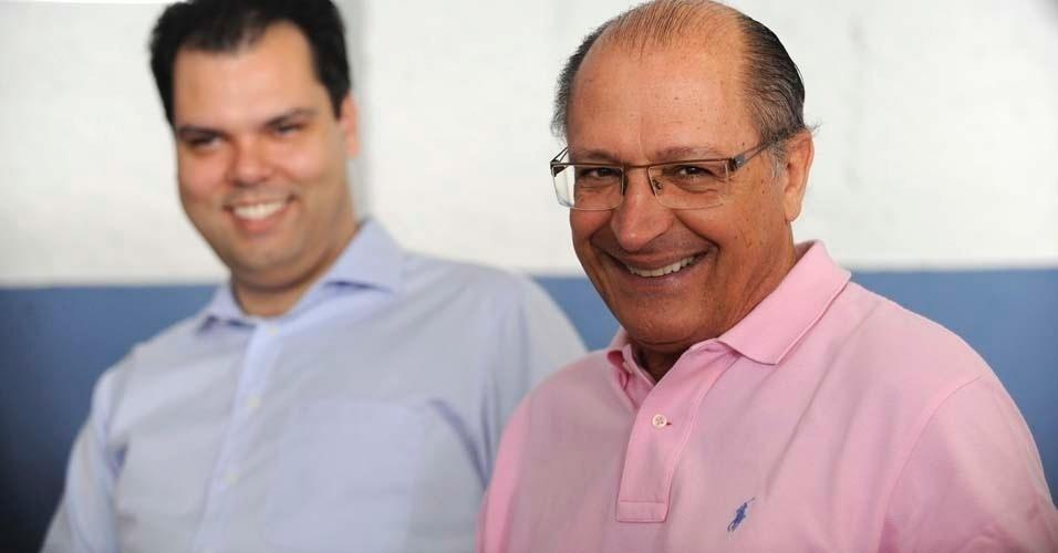 Governador de São Paulo, Geraldo Alckmin, é visto ao lado do secretário de Meio Ambiente, Bruno Covas, na manhã deste domingo, nas prévias tucanas, que escolherá o candidato do PSDB à Prefeitura de São Paulo. Estão na disputa o ex-governador José Serra, o secretário estadual de Energia, José Aníbal, e o deputado federal Ricardo Tripoli
