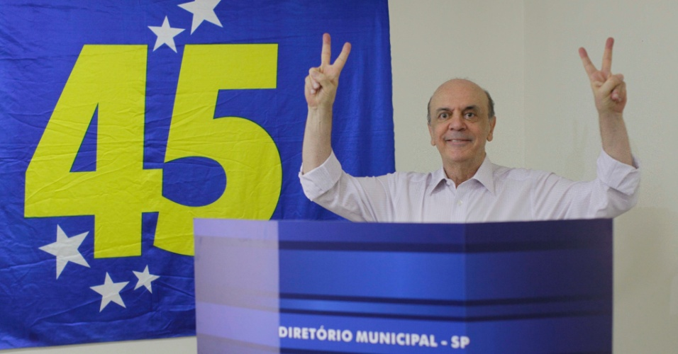 Jos&#233; Serra foi o &#250;ltimo pr&#233;-candidato &#224;s elei&#231;&#245;es municipais pelo PSDB a votar nas pr&#233;vias tucanas realizadas neste domingo (25). Ele &#233; considerado favorito na disputa