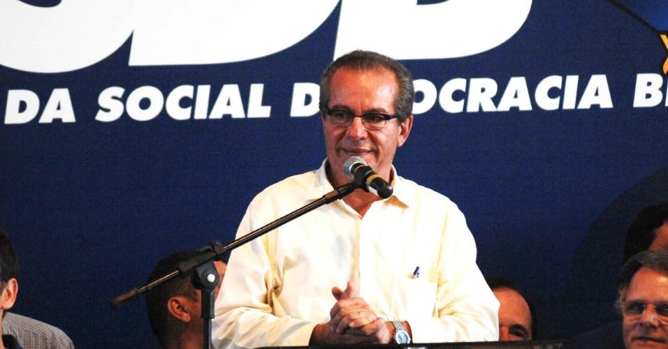 O candidato derrotado nas prévias tucanas José Aníbal, secretário estadual de Energia de São Paulo, discursa após anúncio da vitória de José Serra