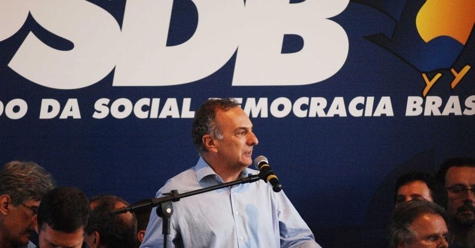 O candidato derrotado nas prévias tucanas Ricardo Tripoli discursa após anúncio da vitória de José Serra. Segundo ele, prévias resgataram democracia no PSDB