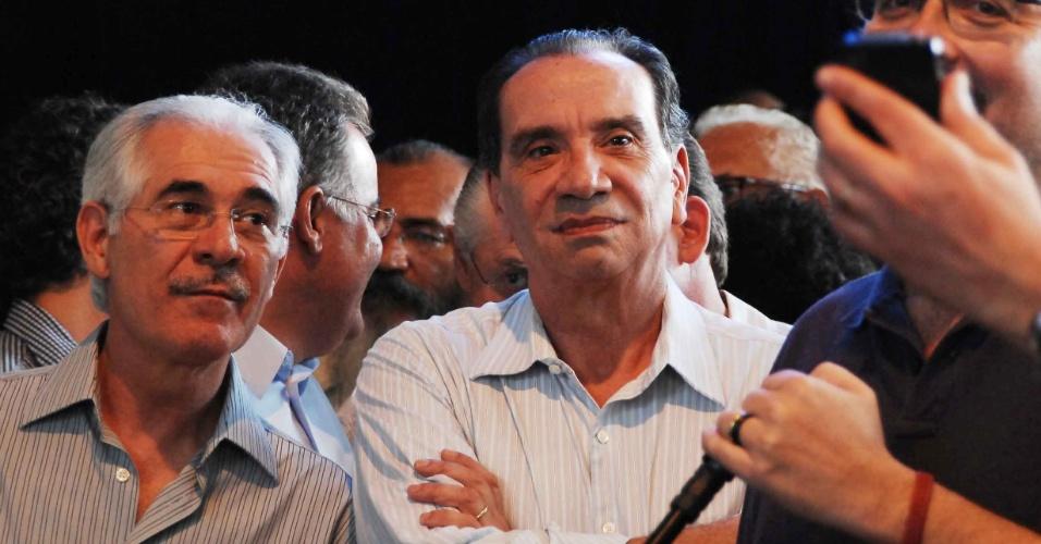 O senador Aloysio Nunes (centro) acompanha o resultado das prévias tucanas realizadas em São Paulo; o ex-governador José Serra recebeu 52% dos votos e será o candidato do PSDB na capital paulista