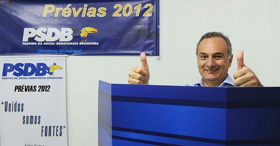 Ricardo Tripoli registrou seu voto nas pr&#233;vias tucanas em uma zona eleitoral de Perdizes, zona oeste de S&#227;o Paulo, no final da manh&#227; deste domingo (25). Ele disputa a vaga do PSDB nas elei&#231;&#245;es municipais da capital paulista