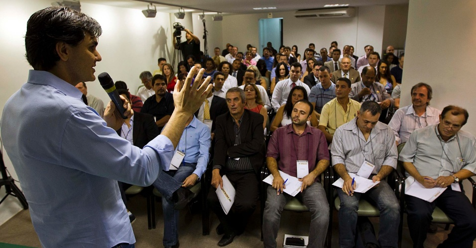 22.mar.2012 - O pr&#233;-candidato do PMDB &#224; Prefeitura de S&#227;o Paulo, Gabriel Chalita, participa de treinamento para pol&#237;ticos que querem se candidatar a vereador