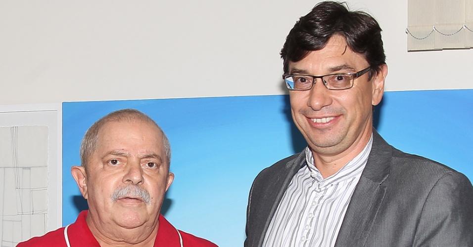 O ex-presidente Luiz Inácio Lula da Silva recebe Márcio Pochmann, presidente do Instituto de Pesquisa Econômica Aplicada (IPEA) e pré-candidato do PT à prefeitura de Campinas, no Instituto Cidadania, na cidade de São Paulo (SP)