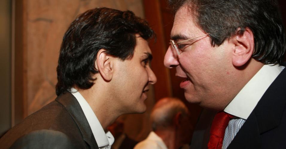Pré-candidato do PMDB à Prefeitura de São Paulo, Gabriel Chalita cumprimenta o presidente da OAB-SP, Luiz Flavio Borges D'Urso, em seu coquetel de aniversário