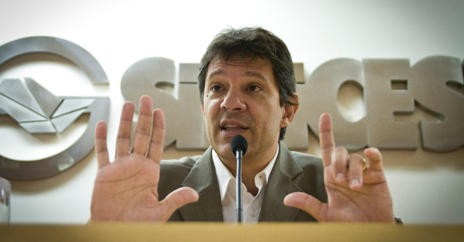 O pr&#233;-candidato &#224; prefeitura de S&#227;o Paulo, Fernando Haddad, d&#225; palestra em visita ao Sinicesp (Sindicato da Industria da Construcao Pesada do Estado de S&#227;o Paulo)