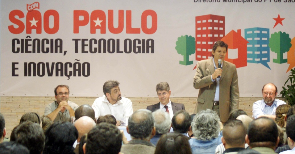 8.mai.2012 - Pr&#233;-candidato &#224; Prefeitura de S&#227;o Paulo pelo PT Fernando Haddad participou de um Semin&#225;rio sobre Ci&#234;ncia, Tecnologia e Inova&#231;&#227;o, no Sindicado dos Engenheiros em S&#227;o Paulo
