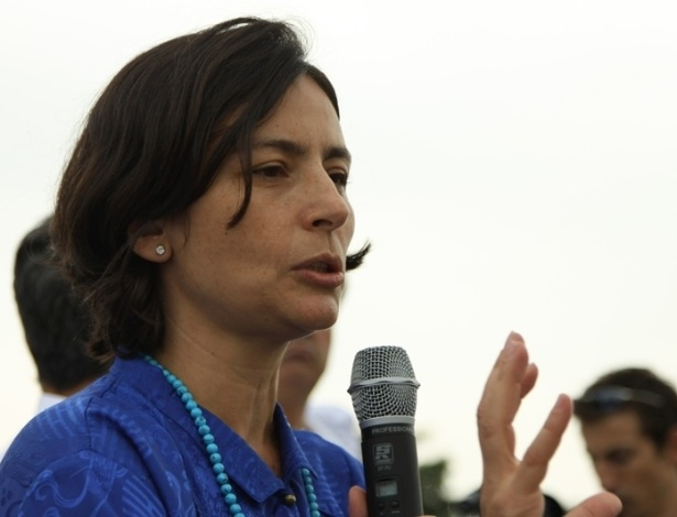 2.mai.2012 - A pré-candidata do PPS à Prefeitura de São Paulo, Soninha Francine, discursa durante a Marcha do Axé, em São Paulo