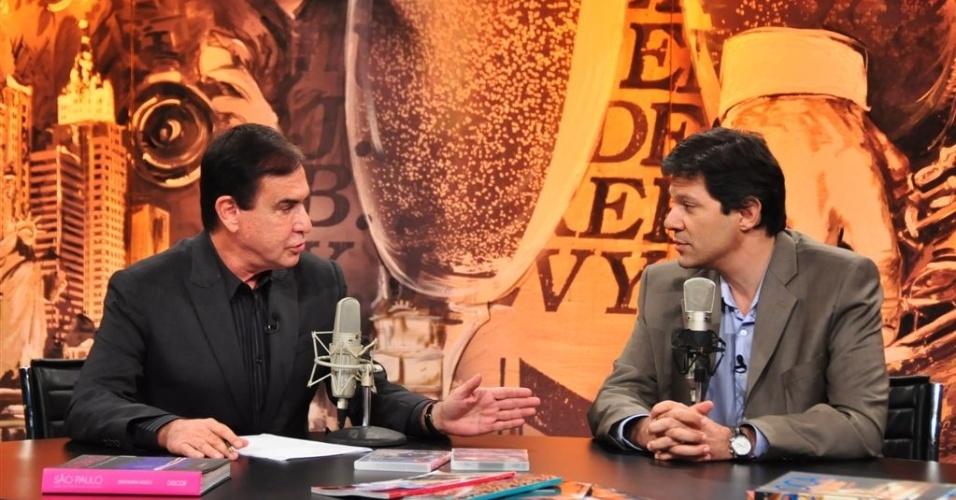 10.mai.2012 - O pré-candidato do PT à Prefeitura de São Paulo, Fernando Haddad, é entrevistado na RedeTV! por Amaury Júnior. O programa vai ao ar na noite desta quinta-feira (10)