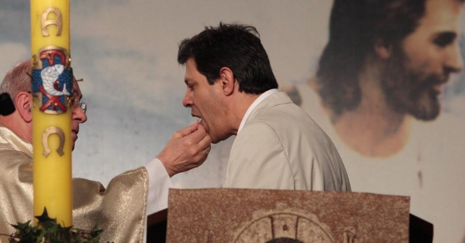 12.mai.2012- Ex-ministro e pré-candidato pelo PT à Prefeitura de São Paulo, Fernando Haddad, participou de celebração religiosa na igreja Santuário Mãe de Deus, zona sul da capital paulista