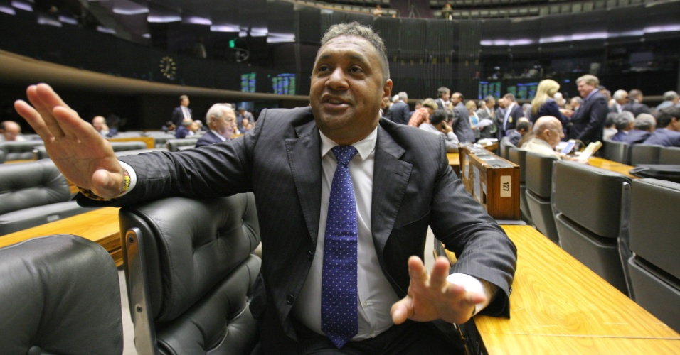 29.fev.2012 - Deputado Tiririca no plen&#225;rio da Camara, fala sobre a possibilidade de ser candidato a prefeito de S&#227;o Paulo. Tiririca disse que a ideia surgiu de seus eleitores que apresentaram a sugest&#227;o do seu nome