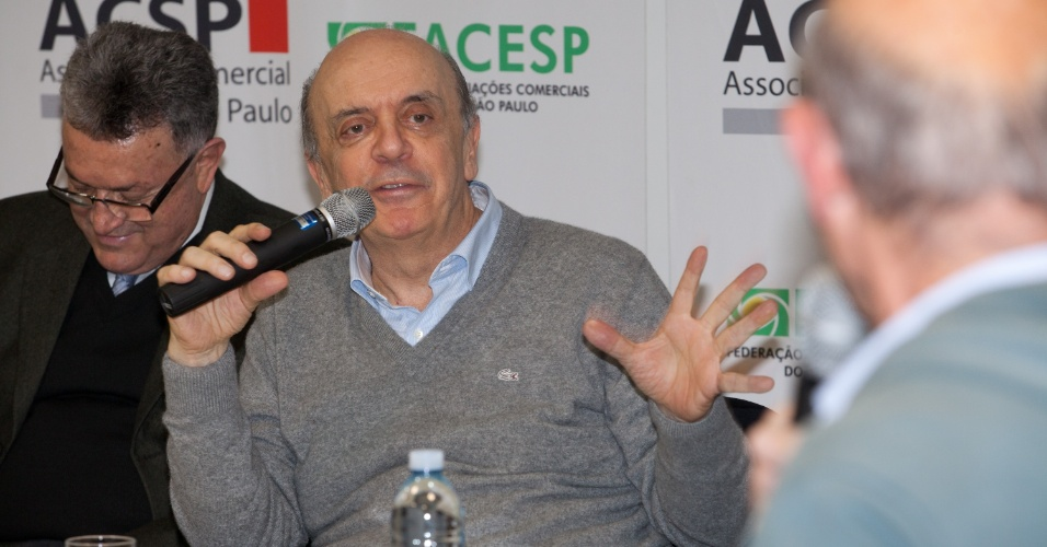 15.mai.2012- Jos&#233; Serra (PSDB), pr&#233;-candidato &#224; Prefeitura de S&#227;o Paulo, faz palestra na Associa&#231;&#227;o Comercial de S&#227;o Paulo, Zona Oeste da capital