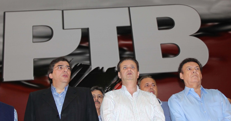 19.mai.2012 - O pré-candidato à Prefeitura de São Paulo pelo PTB, Luiz Flávio D'urso (à esquerda), o prefeito Gilberto Kassab e o deputado estadual e presidente do PTB em SP Campos Machado participam de encontro da sigla em São Paulo