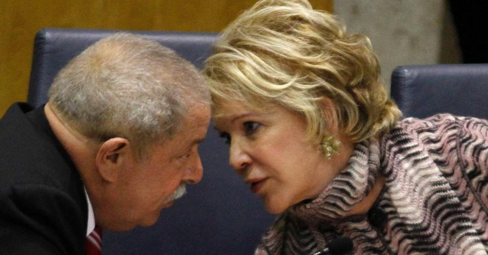 21 mai. 2012 - Ex-presidente Lula conversa com a senadora Marta Suplicy