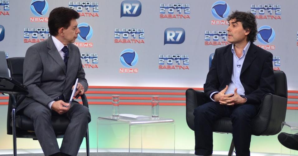 28.mai.2012 - Pré-candidato do PSOL, Carlos Giannazi, em sabatina organizada pela Record News, em São Paulo
