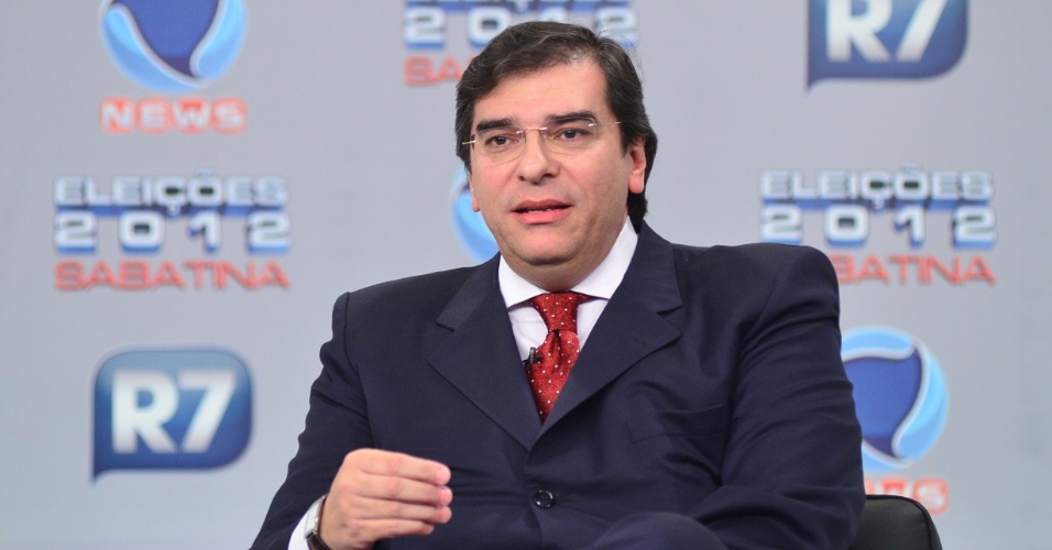 30.mai.2012 - Pr&#233;-candidato do PTB &#224; Prefeitura de S&#227;o Paulo, Luiz Fl&#225;vio Durso, participa de sabatina organizada pelo portal &#34;R7&#34; e pela &#34;Record News&#34;