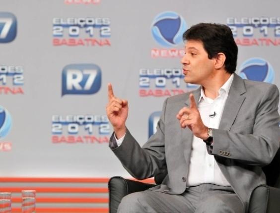 """31.mai.2012 - O pré-candidato do PT à Prefeitura de São Paulo, Fernando Haddad, participa de sabatina promovida pelo """"R7"""" em parceria com a a """"Record News"""""""