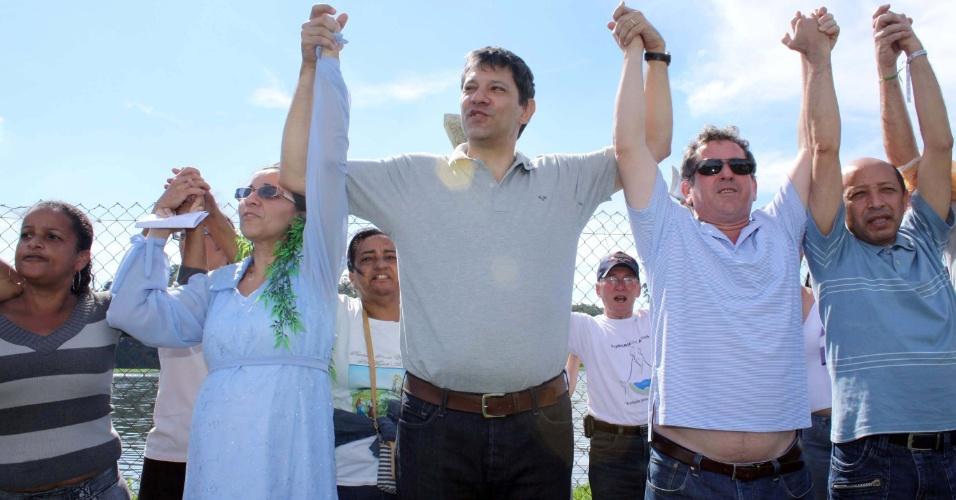 3.jun.2012 - O pré-candidato do PT à prefeitura de São Paulo, Fernando Haddad, participa da sétima edição do Abraço à Guarapiranga no Parque Ecológico do Guarapiranga, zona sul de São Paulo