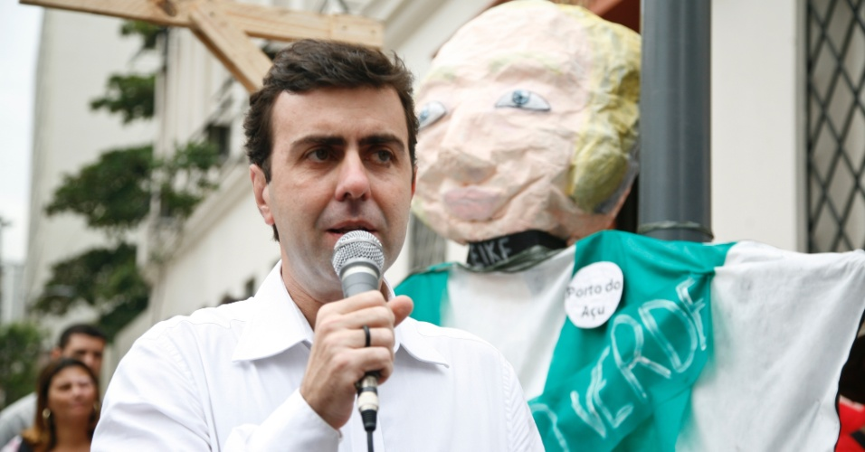 5.jun.2012 - No Dia do Meio Ambiente, o pr&#233;-candidato do PSOL &#224; Prefeitura do Rio de Janeiro participa de ato durante a abertura da Rio+20