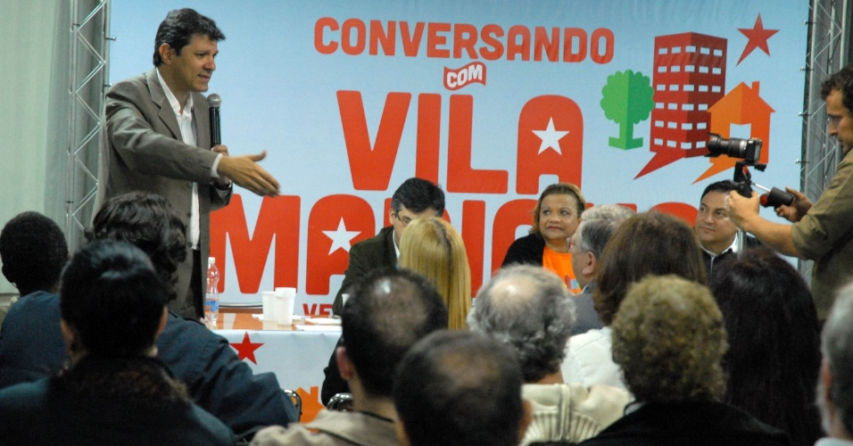 11.jun.2012 - O pr&#233;-candidato &#224; Prefeitura de S&#227;o Paulo, Fernando Haddad, participa da plen&#225;ria Conversando com S&#227;o Paulo, que re&#250;ne l&#237;deres comunit&#225;rios, empres&#225;rios e comerciantes locais na Associa&#231;&#227;o Cultural e Assistencial Mie Kenjin. A estrat&#233;gia do partido prev&#234; que Haddad corteje o eleitordado de Marina Silva na capital paulista