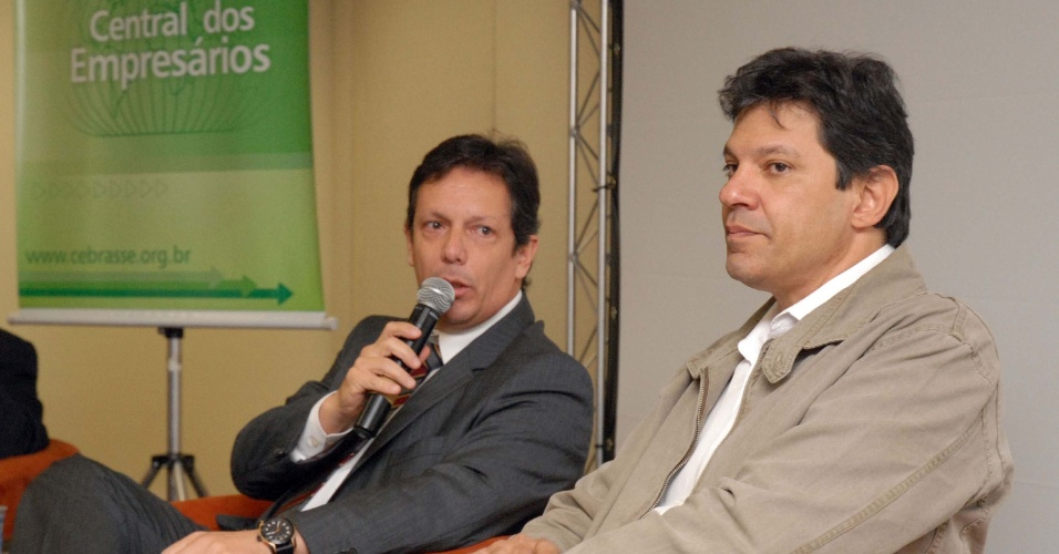 12.jun.2012 - Fernando Haddad, candidato do PT &#224; Prefeitura de S&#227;o Paulo, participa de encontro com empres&#225;rios do setor de servi&#231;os. O PSB ainda ainda n&#227;o se pronunciou a respeito de uum eventual apoio a Haddad