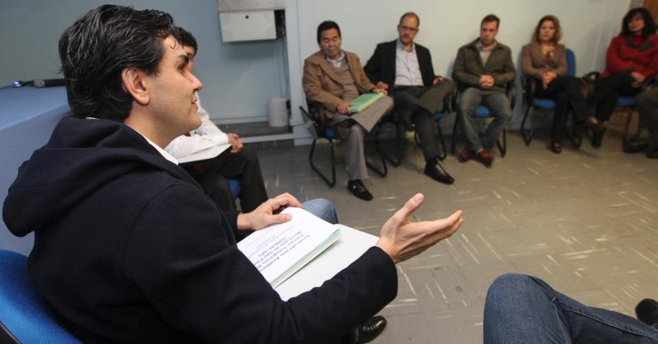 12.jun.2012 - Pré-candidato do PMDB à Prefeitura de São Paulo, Gabriel Chalita, visita o Sindicato dos Auditores Fiscais Tributarios do Municipio de Sao Paulo