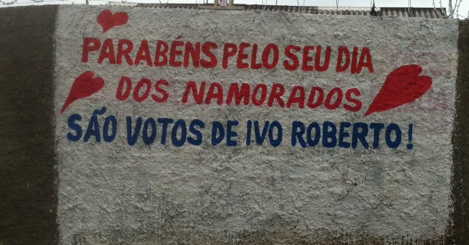 12. jun.2012 - Pr&#233;-candidato com propaganda antecipada em carro de Curitiba