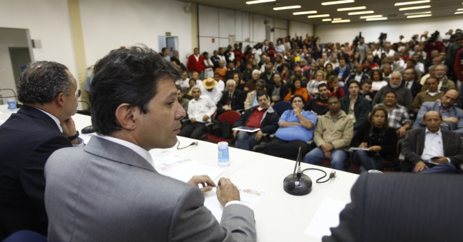 14.jun.2012 - Fernando Haddad (PT) participa de evento no sindicato dos Engenheiros, sobre pol&#237;ticas p&#250;blicas para o Esporte