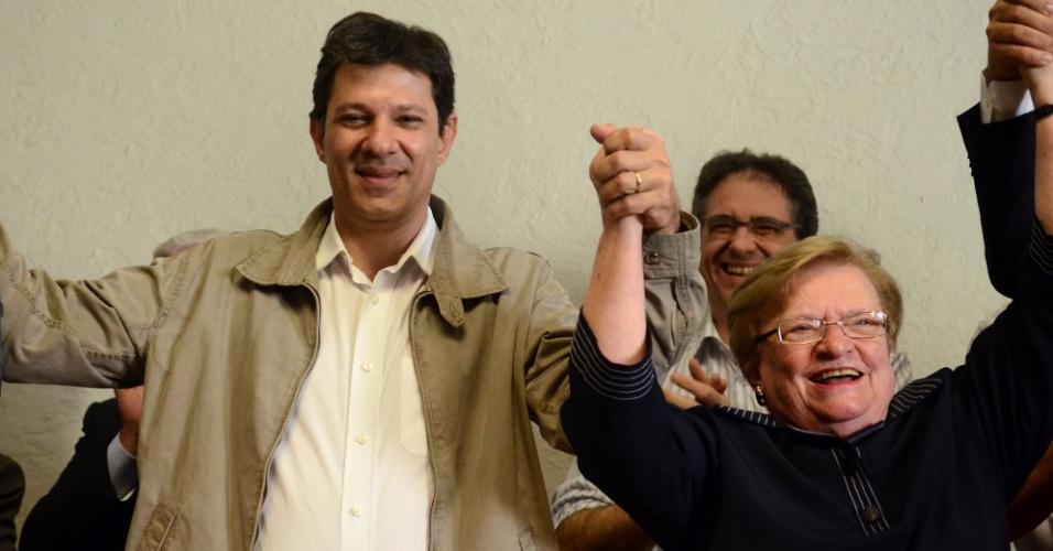 15.jun.2012 - Fernando Haddad e Luiza Erundina no anúncio do apoio do PSB à candidatura do petista à Prefeitura de São Paulo. A ex-prefeita será a vice na chapa encabeçada por Haddad