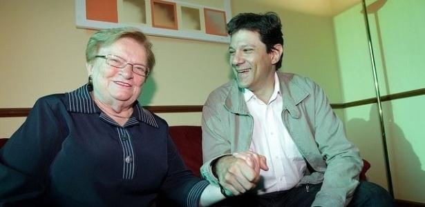15.jun.2012 - Luiza Erundina e Fernando Haddad se encontram momentos antes do anúncio da aliança entre PSB e PT, que colocará a ex-prefeita como vice na chapa encabeçada pelo petista