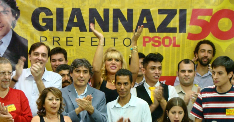16.jun.2012 - O deputado estadual Carlos Giannazi foi oficializado na tarde deste s&#225;bado (16) como o candidato do PSOL &#224; Prefeitura de S&#227;o Paulo, durante a conven&#231;&#227;o do partido na Assembleia Legislativa de S&#227;o Paulo. O vice escolhido para a chapa &#233; Edmilson Costa, do PCB