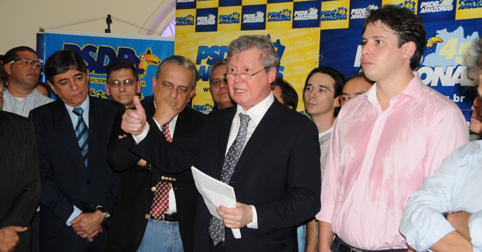 19.jun.2012 - Arthur Virg&#237;lio (centro) confirma sua candidatura pelo PSDB &#224; Prefeitura de Manaus em entrevista coletiva