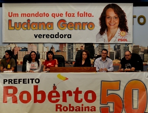 30.jul.2012 - O pr&#233;-candidato do PSOL &#224; Prefeitura de Porto Alegre, Roberto Robaina, participa da conven&#231;&#227;o de seu partido, na c&#226;mara municipal, que confirmou sua candidatura. A professora Goretti Grossi ser&#225; a vice da chapa, indicada pelo Partido Comunista Brasileiro (PCB)