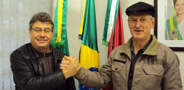 O prefeito de Westfália (RS), Sérgio Marasca (à esquerda), do PT, ao lado de seu vice, Otávio Landmeier (PMDB). A dupla é candidata à reeleição sem adversários
