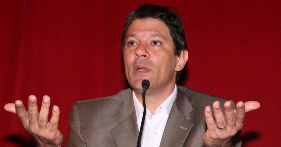 31.jul.2012 - Fernando Haddad, candidato &#224; Prefeitura de S&#227;o Paulo pelo PT, participa de encontro com diretores e supervisores das escolas municipais, organizado pela SINESP (Sindicato dos Especialistas de Educa&#231;&#227;o do Ensino P&#250;blico Municipal de S&#227;o Paulo)