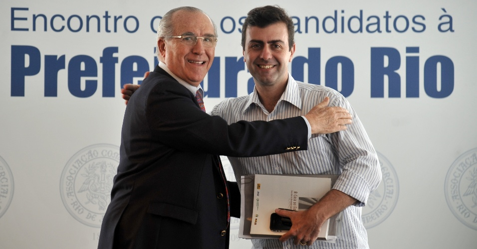 3.ago.2012 - Marcelo Freixo (&#224; dir.), candidato do PSOL &#224; Prefeitura do Rio de Janeiro, se reuniu nesta sexta-feira com o presidente da Associa&#231;&#227;o Comercial do Rio de Janerio, Antenor Barros Leal