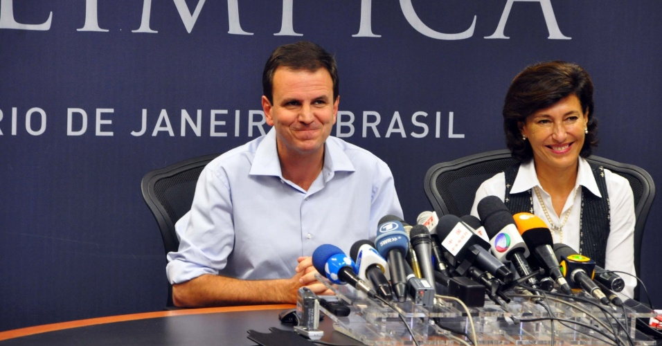 3.ago.2012 - Sem saber que o &#225;udio estava aberto, Eduardo Paes diz que debate &#34;foi chat&#233;rrimo&#34;, antes de coletiva de imprensa sobre as Ol&#237;mpiadas do Rio em 2016