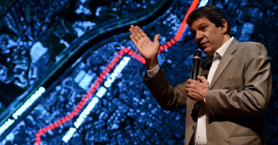 13.ago.2012 - Fernando Haddad, candidato do PT à Prefeitura de São Paulo, apresenta seu plano de governo em uma universidade no centro da capital paulista