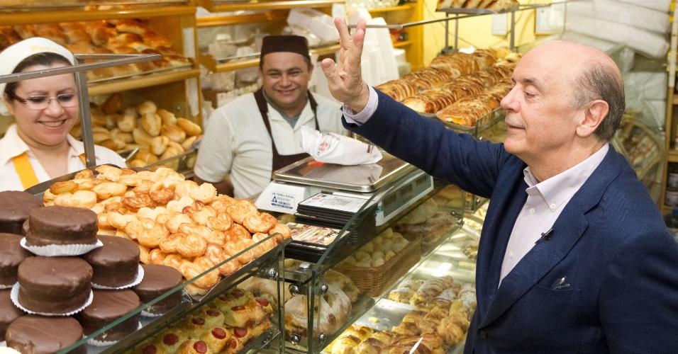 13.ago.2012 - José Serra, candidato do PSDB à Prefeitura de São Paulo, visitou o comércio no bairro Jardim Bélgica, região de Santo Amaro, zona sul da capital paulista
