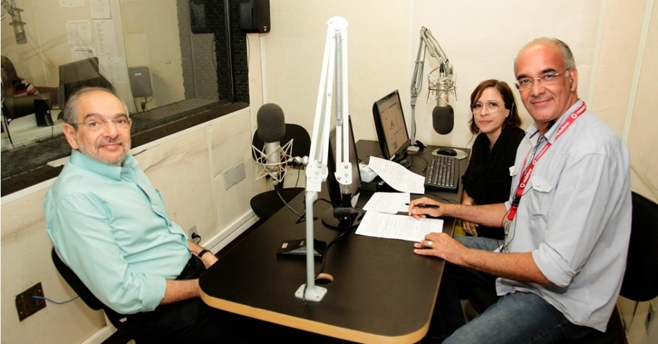 15.ago.2012 - Em entrevista &#224; r&#225;dio &#34;Educadora&#34;, nesta quarta-feira, o candidato do PMDB &#224; Prefeitura de Salvador, M&#225;rio Kert&#233;sz (&#224; esq.), afirmou que vai, se eleito, criar a secretaria municipal de Cultura, al&#233;m de destinar 4% do or&#231;amento para a pasta