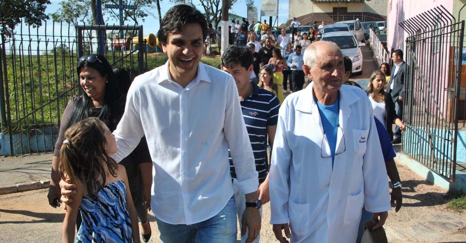 15.ago.2012 - O candidato do PMDB à Prefeitura de São Paulo, Gabriel Chalita, visitou nesta quarta-feira o centro profissionalizante da rua Doutor Álvaro de Mendonça, em Itaquera, zona leste da capital