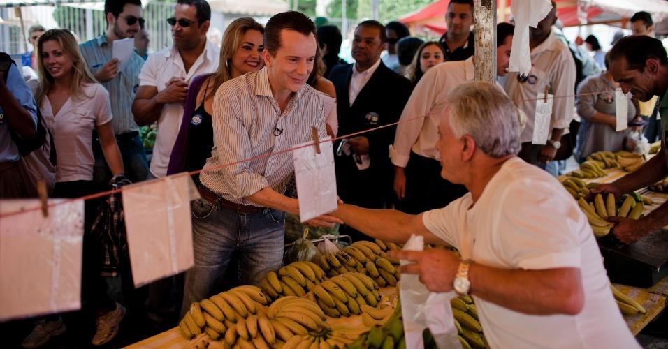 Celso Russomanno, candidato do PRB à Prefeitura de São Paulo, fez caminhada por uma feira livre no bairro de Perdizes, zona oeste da capital paulista